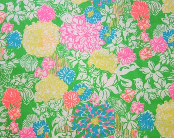 "18"" x 18""  Lilly Pulitzer Cotton Dobby Fabric Hibiscus Stroll"