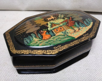 Black Decorative Box w. Glorified Reindeer Winter Scenery & Red Interior- ANTIQUE