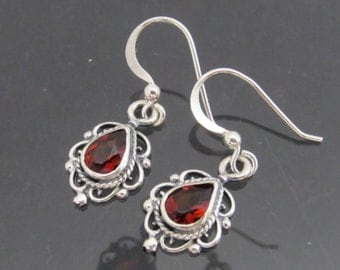 Vintage Sterling Silver Natural Garnet Dangle Earrings