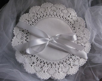 """10"""" inch Paper Rounds White Frilly Lace Doilies 25 pcs - Wedding Wraps Invites Stamping Crafts CAMBRIDGE"""