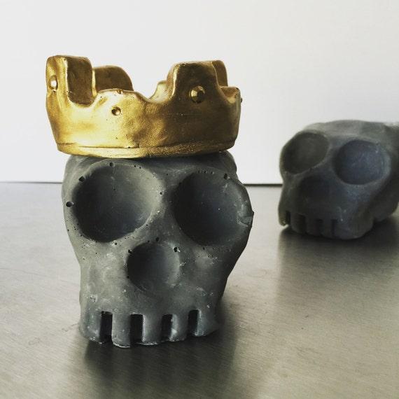 Peabo Skull V.2 / Cement