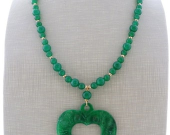 Green jade necklace, heart necklace, pendant necklace, carved jade jewelry, beaded necklace, italian gemstone jewelry, spring jewelry