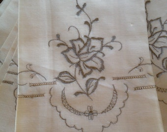 Linen Napkins Embroidered, Cutwork Napkins, Vintage Linen Napkins, Embroidered Table Linens, Vintage Kitchen, Vintage Decor, Vintage Linens
