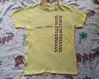 Vintage 70's Hawaii hang ten Footprint T shirt, size Medium super soft tourist souvenir