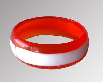 Lucite Bracelet Mod Orange and White / Bangle Bracelet / 1960s Bracelet