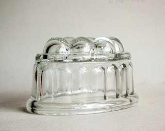 Vintage Original 1950s Traditional One PINT Clear Glass Jelly Mould Blancmange