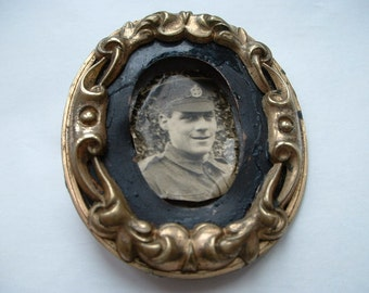 Large mourning brooch WW1 soldier