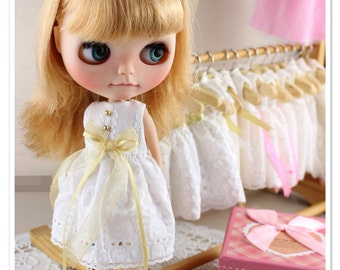 Vintage white Dress, Blythe clothes,