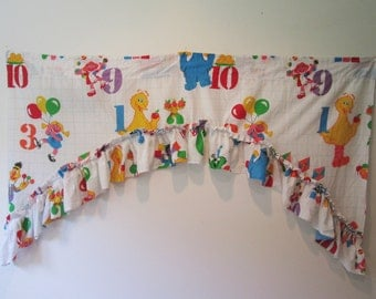 Vtg Sesame Street Muppets curtain ruffled valance Big Bird Counting numbers Childs Room Decor
