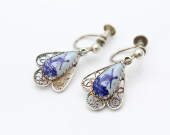 Vintage Delft Holland Handpainted Screw-Back Earrings in 835 Silver Filigree. [8740]