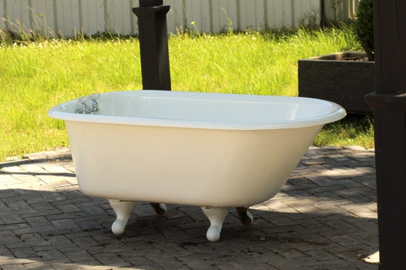white antique 1939 refinished 4 5 39 clawfoot bathtub by
