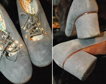Womens vintage 1960s grey suede lace up Mod shoes by Elliott Caterpillar • 60s Mod