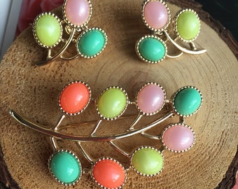 Vintage 1970's Sarah Coventry Spring Vibes Cabochon Brooch and Matching Clip-On Earring