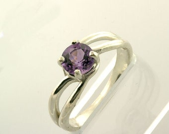 Sterling Silver Natural Amethyst 6mm Round Split Shank Ring Size 7