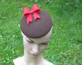 Brown Felt Beret with Red Bow