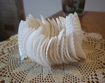 Vintage Stretch Faux White Shell Bracelet Island Beach Costume Jewelry Summer Wardrobe Accessory