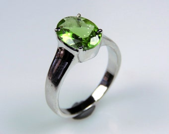 3.540 GMS 100% Handmade 92.5 Sterling Silver Designer Ring studded with Peridot