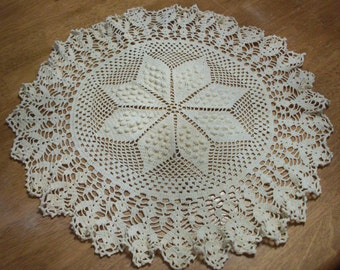 Vintage Crocheted Table Scarf/Doilie