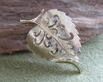 Vintage Gerry's Brooch Gold Toned Leaf Pin Cottonwood Lapel Brooches