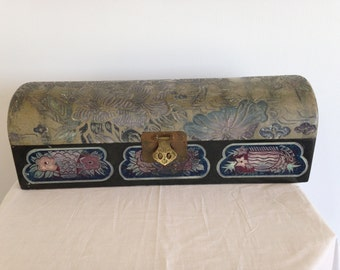 Vintage Decorative Chinese Box with Lid