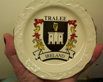 Vintage Carrig Ware Pottery trinket dish plate. Carrigaline Pottery 1928-1979. Made in Ireland