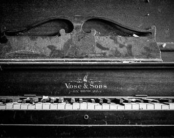 Piano at the Detroit Gray Public Library
