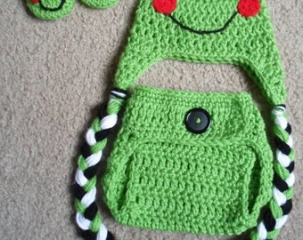 Crochet frog Set.....Includes Hat and Adjustable Diaper Cover and Booties.  Sizes Newborn-12 Months.