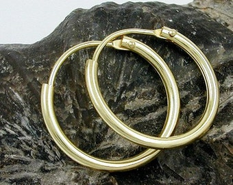 Small wire Creole, shiny, 9K GOLD