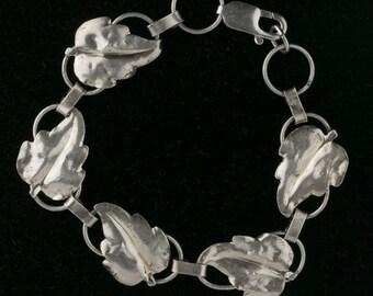 Vintage sterling silver leaf link bracelet. brvs934(e)