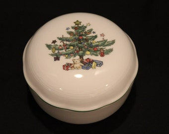 Nikko Christmas Porcelain Notions Dish, Nut Dish, Candy Dish with Cover, Christmas Morning, Trinket Box (X036)