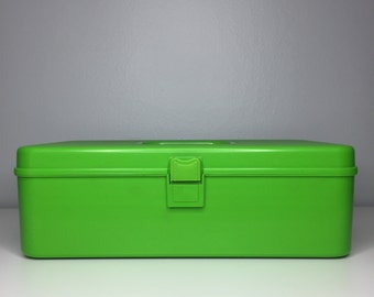 vintage green plastic sewing box with tray insert by Wil-Hold