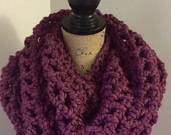 Chunky cowl in fig
