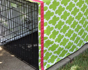 Personalized Crate Cover || Green Quatrefoil with Hot Pink Name || Dog Kennel Cover | || Custom Puppy Gift by Three Spoiled Dogs