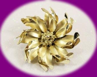Vintage Brooch Coro Gold Tone Flower Brooch Vintage jewelry Vintage Brooch