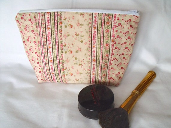 make up holder, toiletry bag, cosmetic bag, large zipped pouch, quilted clutch, pink ditsy print fabric