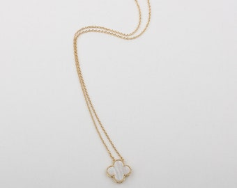 Handmade 18mm-motif Mother of pearl four leaf clover necklace, gold plated