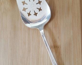 "Vintage MERIDEN Silver 1950 DELIGHT Pierced Cake/Pie Server/Knife 9 1/8"""