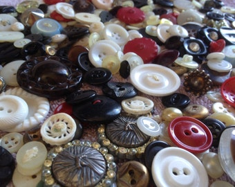 Treasure Trove of Vintage Buttons - Approx 500 ca 1930s-1960s