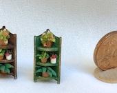 micro angoliera in legno dipinto con piante in vaso, fatta a mano, scala 1/144