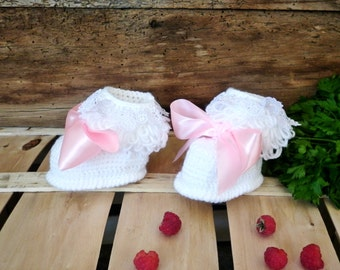 White baby booties, Newborn girl booties, Infant booties, trend 2016 Cute baby booties, crochet booties, newborn shoes, knitted baby clothes