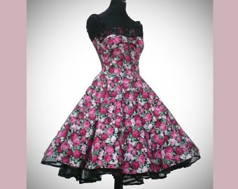 Petticoat dress with flower pattern and lace details