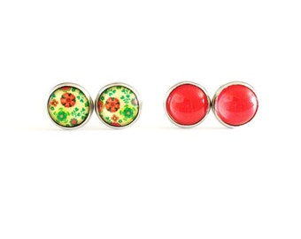 Bright Flower And Solid Red Earring SET, Handmade Earrings, 10mm Earrings, Red Flower Earrings, Green And Red Flowers, Green Floral Earrings