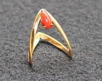 14k Gold Ring, Coral Stone, Size 5