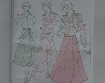 Vintage Sewing Pattern/1970's/Size 14/Woman's Weekly Pattern/Blouses and Skirts/Designed by Maureen Baker