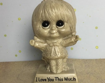 "W & R Berries ""I Love You This Much"" Sillisculpt Figurine, Russ Berrie, Little Girl, Big Eyes, 1970"