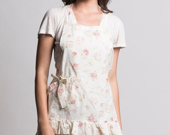 pretty floral apron. ruffled apron. hostess apron. rosebud apron. entertaining apron.