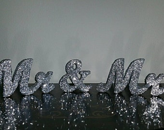 Mr and Mrs table sign