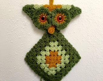 70s Decor; Vintage Macramé Owl Wall Hanging; Owl Decor; Retro Kitchen Decor; Green Macramé Owl; Handmade Owl; Macramé Art