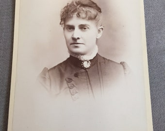 Late 1800s black & white cabinet card photo