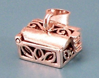 Two tone Sterling Silver Latched rectangular box with petal design.